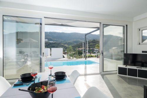 Leuk vakantiehuis Beach Villa Paradiso IV in Griekenland