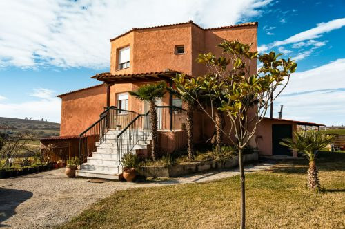 Leuk vakantiehuis Cottage Surrounded By Olive And Fruit Trees in Griekenland