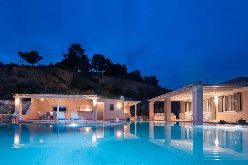 Leuk vakantiehuis Elegant Villa Apolonas in Griekenland