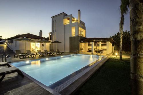 Leuk vakantiehuis Gennadi Luxury Beach Front Villa in Griekenland