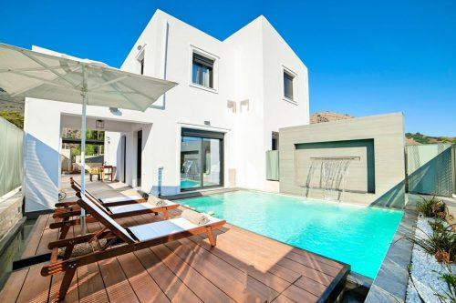Leuk vakantiehuis Perla Nera Villa With Heated Pool in Griekenland