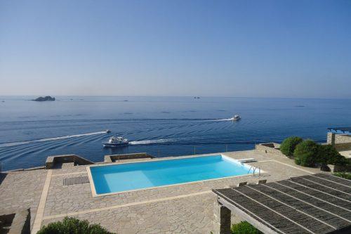 Leuk vakantiehuis Waterfront Villas Paros Villa Antiparos in Griekenland